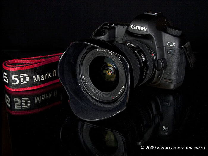 Внешне Canon 5D Mark II практически не отличается от своей предшественницы